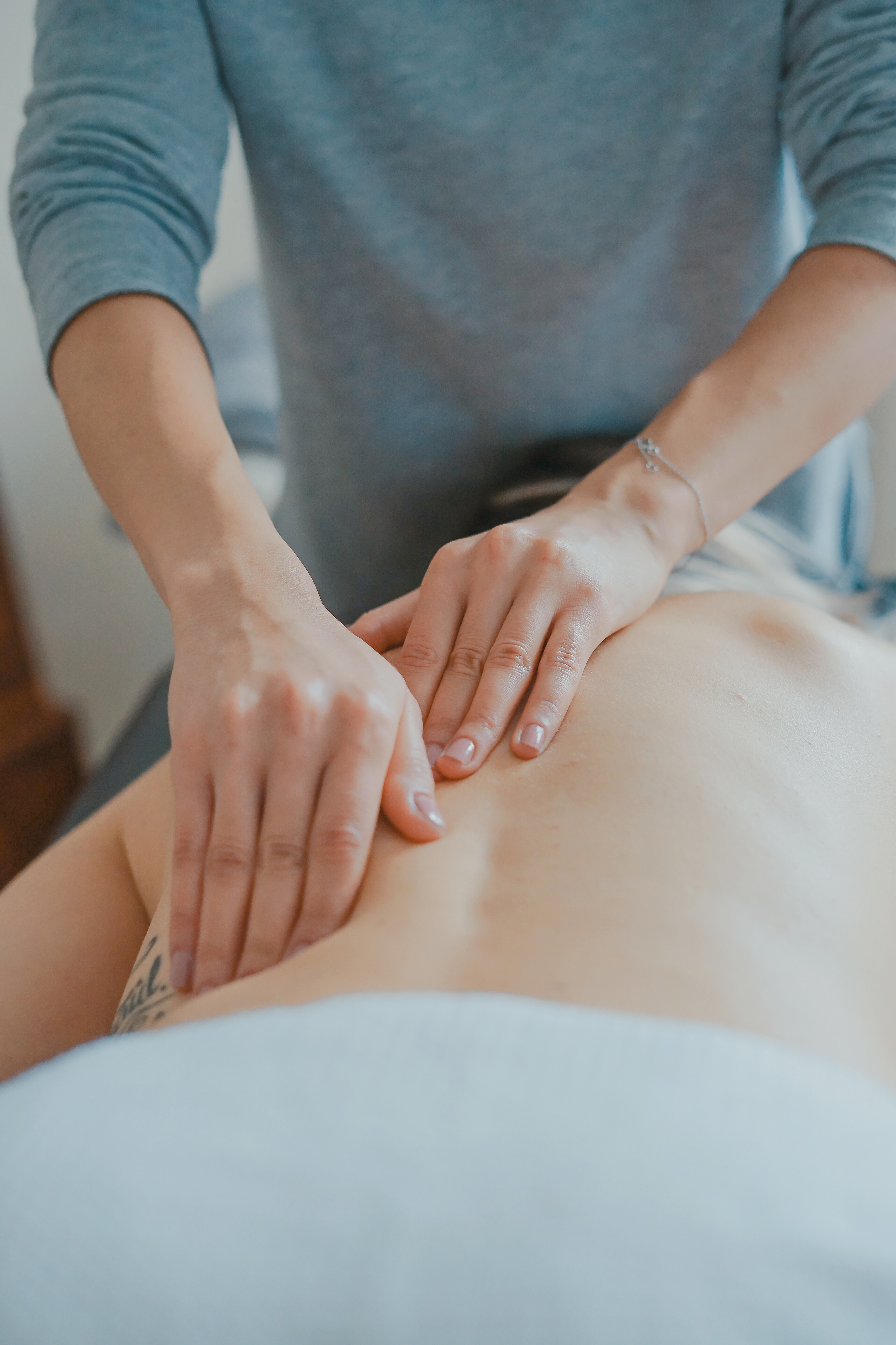 How to Choose a Massage Therapist Training Program